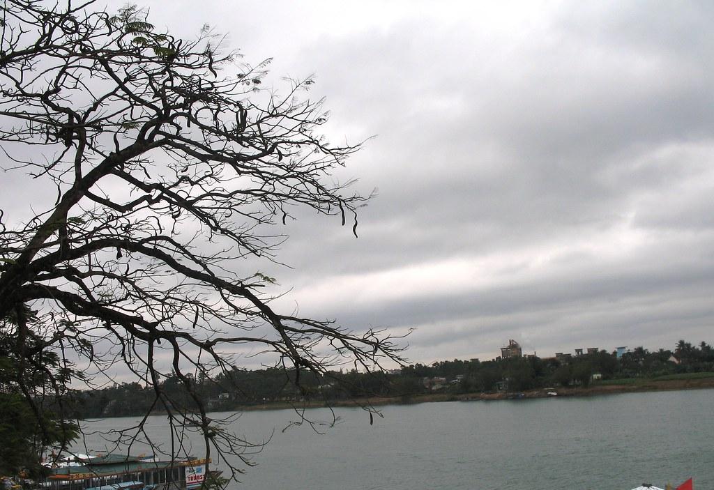 Sông Hương ngày mưa