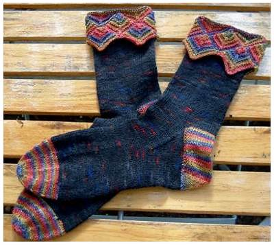 I am really impressed with how many FOs on this pattern state My first socks! - this pattern couldnt have been an easy one for someones first socks!  oh, yeah - its another free one,.