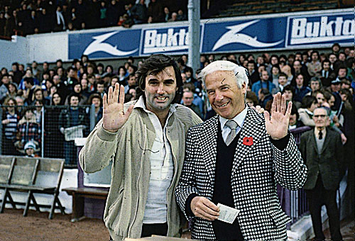 George Best posing with Hibs legend Lawrie Reilly. The great mans Easter Road days were all too short however.