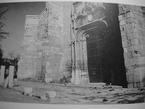Puerta de la iglesia magistral