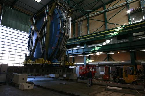 The small wheel (sensor array) arrives at CERN