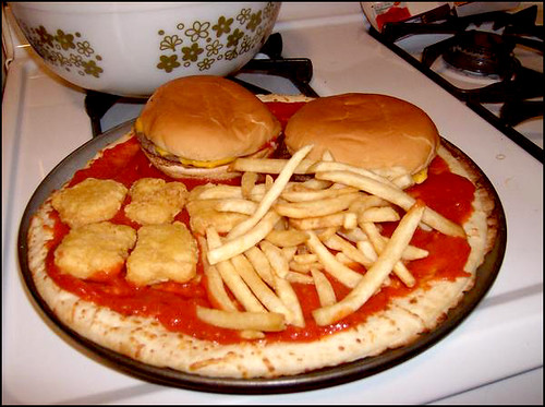 Burger-pizza med fries? Velbekomme...