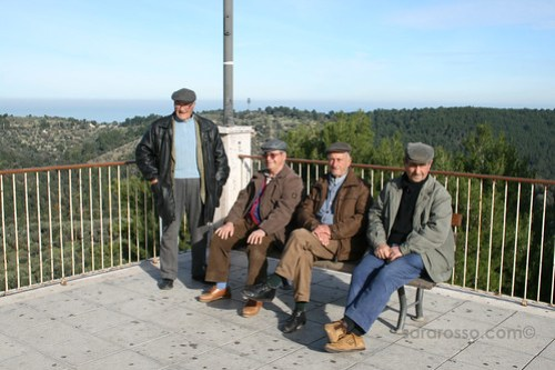 Some Ischitella old-timers on the terrazza overlooking the Adriatic