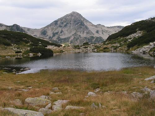 Жабешкото езеро и връх Гранитен