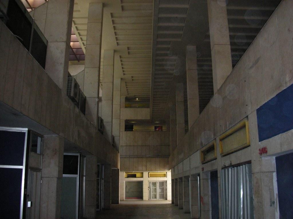 מתחת לכיכר אתרים