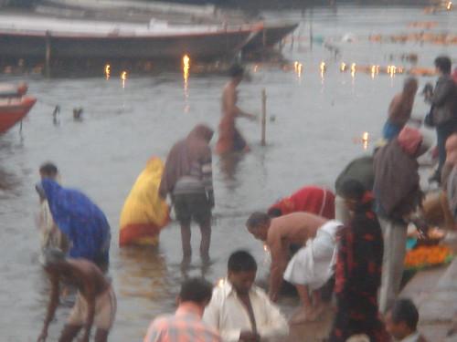 Ganges River1-5清早就有人在沬浴