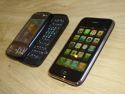 iPhone 3G vs HTC TYTN II par Sarah Deforche