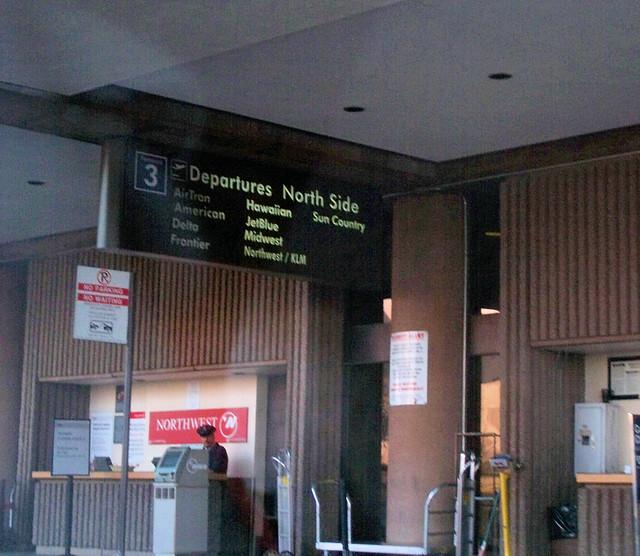 phoenix airport 3.jpg