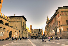 Bologna 23 (gatogrunge) Tags: italia cityscape bologna slowfood golddragon