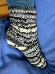 herringbone zigzag socks- side