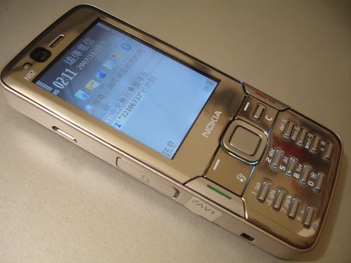 銀光閃閃的Nokia N82