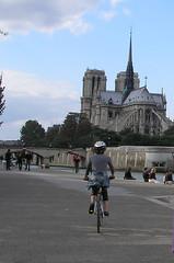 Una Vélib en la ribera del Sena