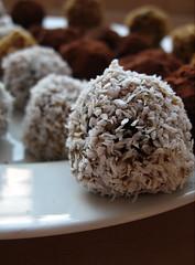 nut & date balls (coconut)