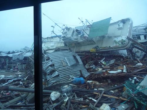 気仙沼で震災復興ボランティア Kesennuma, Miyagi pref. Deeply damaged coastal area by the Tsunami of Japan quake