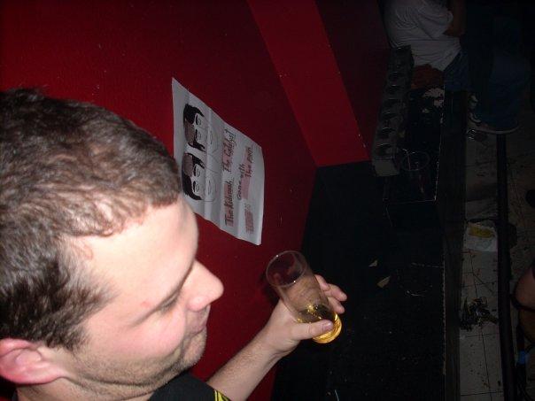 Bebiendo, una noche más