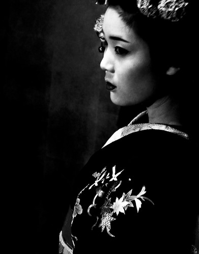 a geek in japan black and white geisha. Black Bedroom Furniture Sets. Home Design Ideas