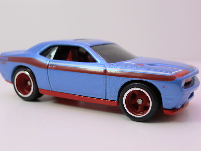 hot wheels garage 2008 dodge challenger srt8 blue (2)