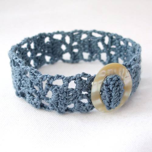 Crochet cotton bracelet with vintage buckle