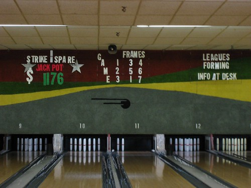 a shot of the candlepin lanes on the first floor. while The Shoegazer appreciates all styles of bowling, he was rocking the big balls this night