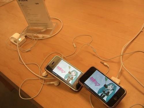 Hatsune Miku duo on iPhones