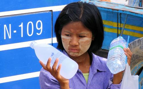 Vendedora en la parada de autobús (del 2007)