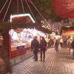 Blick durch den Weihnachtsmarkt