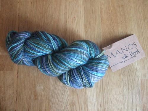 manos yarn 2