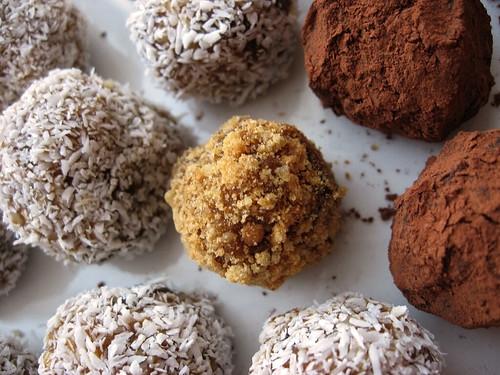 nut & date balls (detail)