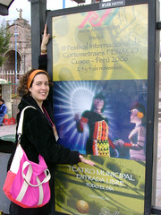 Adriana Figuereido (Directora Brasil) y afiche de Taina kan
