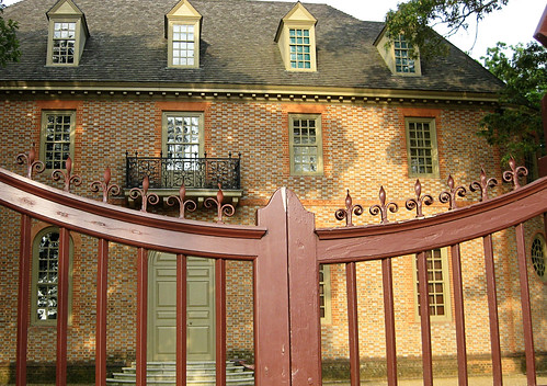 williamsburg gate