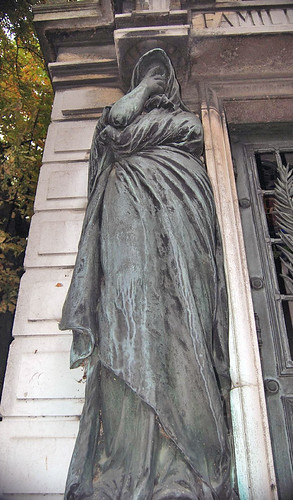 Paris Statue Lyndsey Matthews