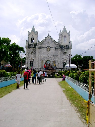 The last stop was San Fernando's San Isidro Parish and Pitalo church. San Isidro was closed when I stopover, it just celebrated its feast and there was an arch constructed using bamboo, there was what look like a post American colonial elementary school in front of it. I've heard that the town is experiencing some political division. The church is designed by Domingo de Escondrillas, the gothic inspired church was constructed in 1858 but was only finished in 1886, this only goes to show that funds were not really flowing like stream water during those days, these wonderful structure where built by people who endured hardship because they wanted to see their own parish rise.