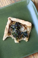 Bitten onion kale tart