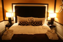 2008-05-23-NYC-empire-hotel-bed