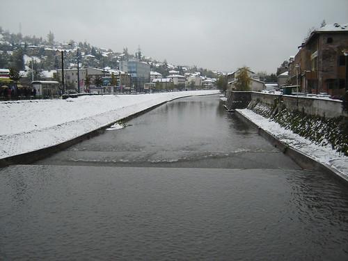 Pod in Sarajevo peste raul Miljacka