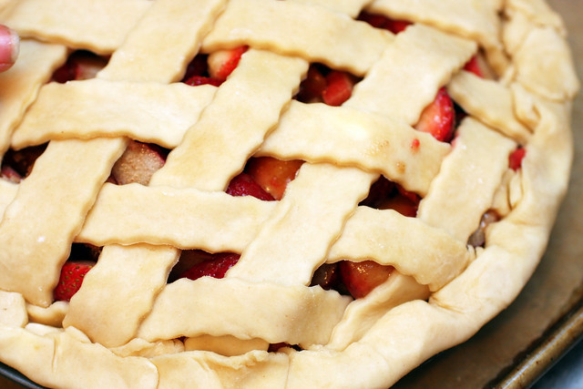 strawberry rhubarb pie, unbaked