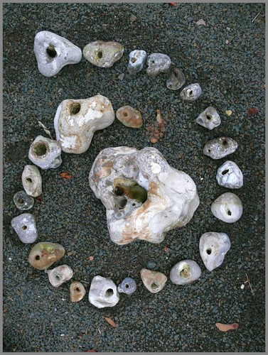 Hühnergötter - Stein mit Loch - Stone with Hole - pierre avec trou