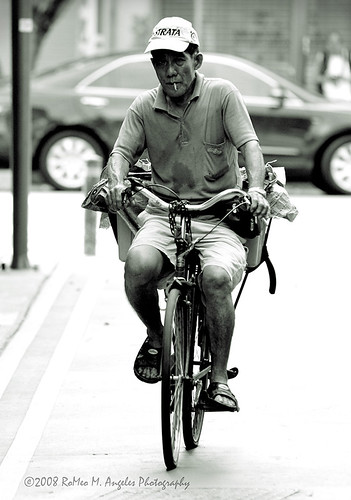 old elderly man cycling bicycle street Buhay Pinoy Philippines Filipino Pilipino  people pictures photos life Philippinen
