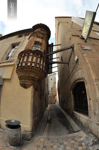 Dans la rue droite narbonne by YannGarPhoto.wordpress.com