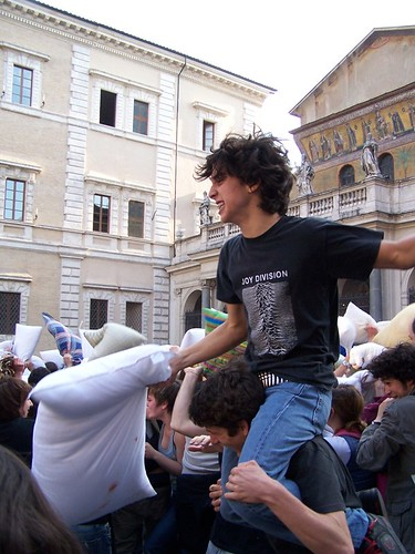 pillow fight 08 061