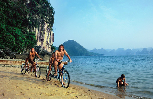 Indochina sails - Cruises on Halong Bay, Vietnam ><br /> <div style=