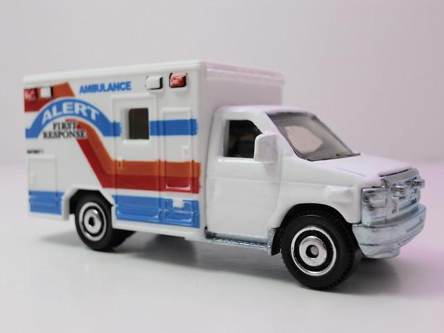 matchbox '08 Ford E-350 Ambulance alert (2)