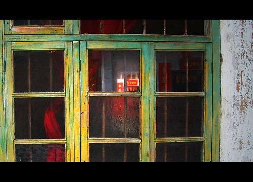 Behind The Red Curtain - Luzhai
