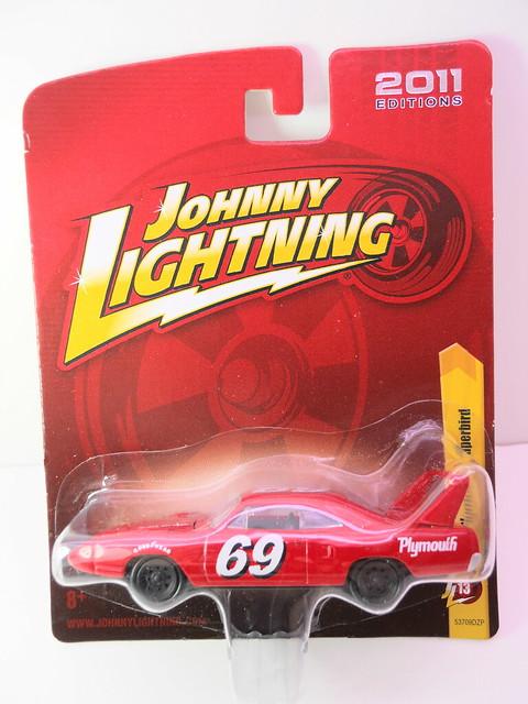 johnny lightning 1969 plymouth superbird red (1)
