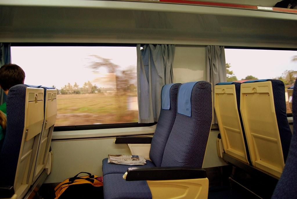 Ini kerusi tren KTM kelas kedua, hanya RM17 dari KL ke Ipoh. Kelas ekonomi RM10.