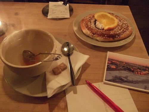 Tea and Kanelbulle at Chokladkoppen