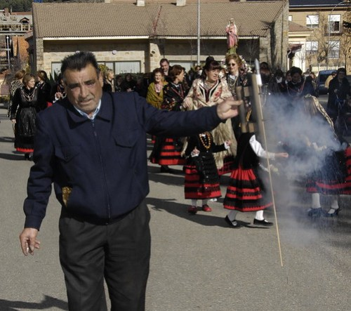 Justo en la procesión de Santa Águeda. Foto Mónica Riveiro