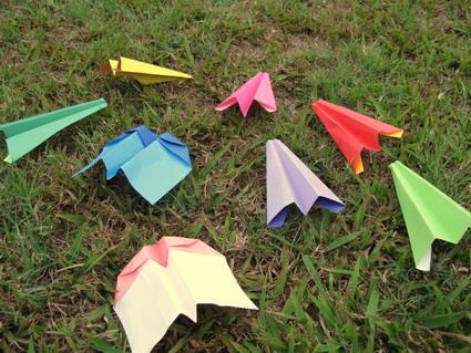 【摺紙】紙飛機飛向戶外(3.8ys)