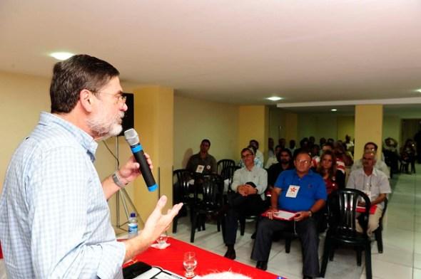 Secretário nacional de organização do partido, Paulo Frateschi, discursou para os líderes políticos de mais de 36 municípios pernambucanos.