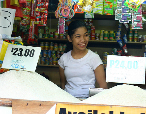 Philippinen  菲律宾  菲律賓  필리핀(공화�) Pinoy Filipino Pilipino Buhay  people pictures photos life  city, market,  Philippines, price, rice, vendor, woman, young Mandaluyong, Metro Manila, bigas